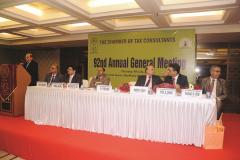 Dr. Y. P. Trivedi addressing the members. Seen from L to R: CA Anish Thacker (Vice-President), CA Ketan L. Vajani (Hon. Jt. Secretary), Hon. Shri justice D. S. Naidu, Bombay High Court, CA Hinesh R. Doshi (Imm. Past President), CA Vipul K. Choksi (President) and CA Parag S. Ved (Hon. Treasurer)
