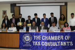 Group Photo of Judges & Winners. Sitting from L to R: CA Charmi A. Shah (Member), Ms. Varsha Galvankar (Chairperson), Shri Deepak Trivedi (Chief General Manager – SEBI), CA Vipul Choksi (President), CA Kamlesh Vikamsey, Mr. Parag Thakkar (I/C Principal) and Ms. Trisha Dutta (Prof.) H. R. College of Commerce & Economics.